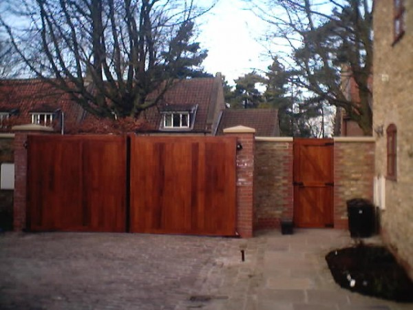 automated domestic oak swing gates
