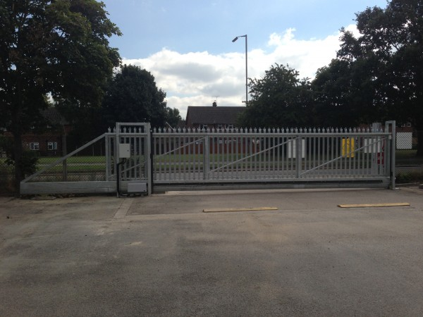 commercial cantilever automated sliding gate