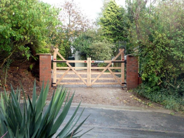 automated domestic 5 bar timber gates